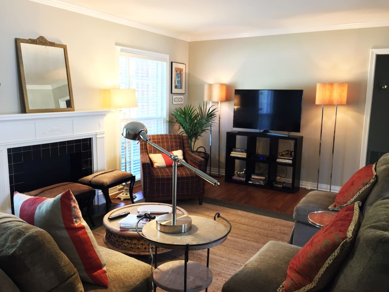 Relax feel at home! This retreat-like flat for one or two quiet adults or a small family.