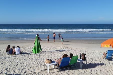 Apto na Praia de Bombas, para fazer tudo a pé - Bombinhas