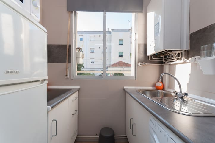 16 Free WIFI A/C+Subwy/Bus same st 10´ to downtown - Madrid - Appartement