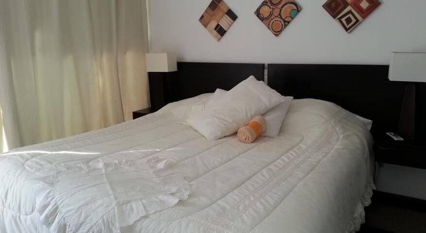 Departamento 2 dormitorios - 1 matrimonio/2 single - Las Condes - Pis