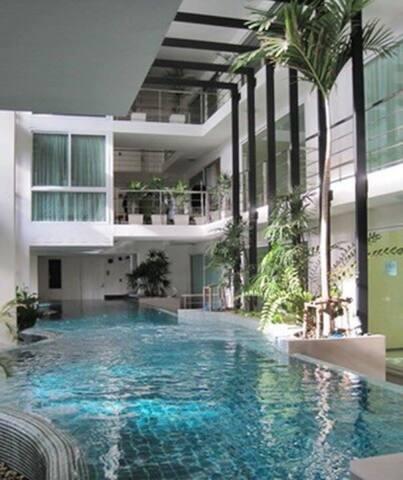 Shopping Extravaganza Location - Bangkok - Byt