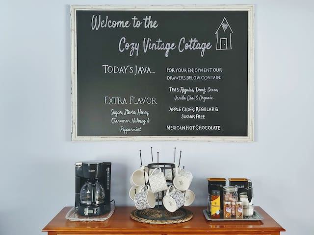 BRAND NEW LISTING: Clean & Cozy, Vintage Cottage