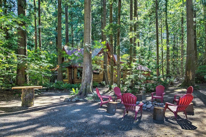 NEW! 3 Enchanting Riverfront Cabins with Hot Tub!