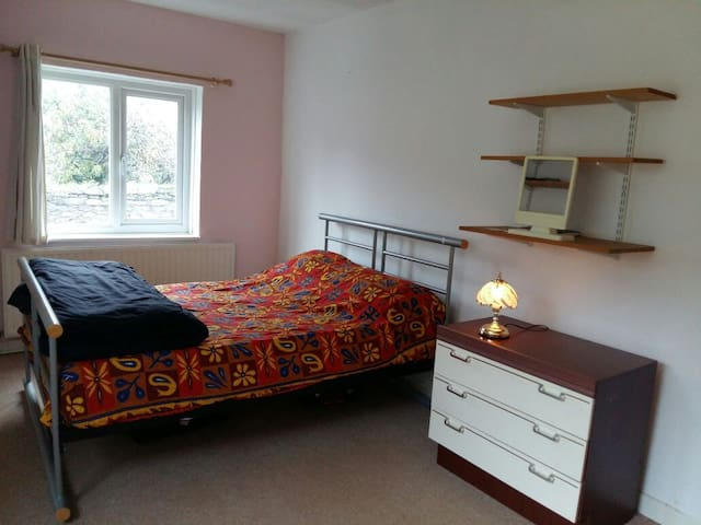 Private room, Excellent Location, Comfortable home - Plymouth - Hus