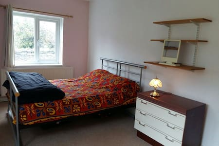 Private room, Excellent Location, Comfortable home - Plymouth - Casa