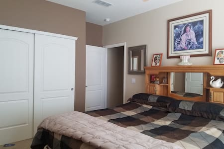Private Bath and private bedroom with King bed - Littleton - Reihenhaus