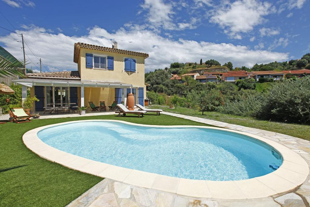 Agr able villa avec piscine nice maisons louer - Location cote d azur avec piscine ...