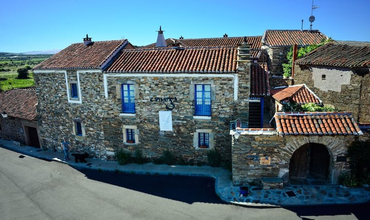 Casa Camarga, a beautiful Maragato house and patio
