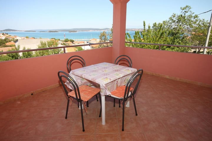 Two bedroom apartment with terrace and sea view Tkon, Pašman (A-6216-a)