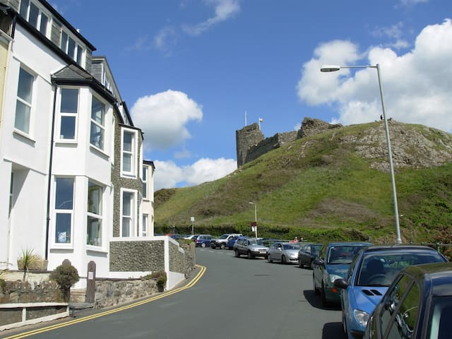 Sunny* clifftop room with stunning sea view - Criccieth - Ev