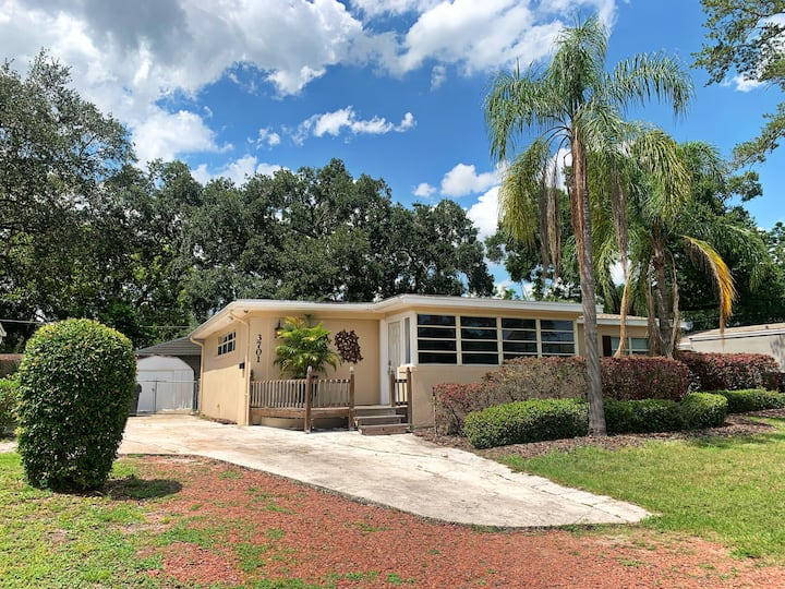 Cozy, Convenient, and located near Downtown ORL!!