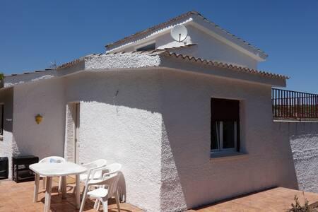 ESTUPENDA CASA PARA DESCONECTAR FINES DE SEMANA - Villalbilla