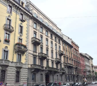 comfortable room in historic building,central - Milan