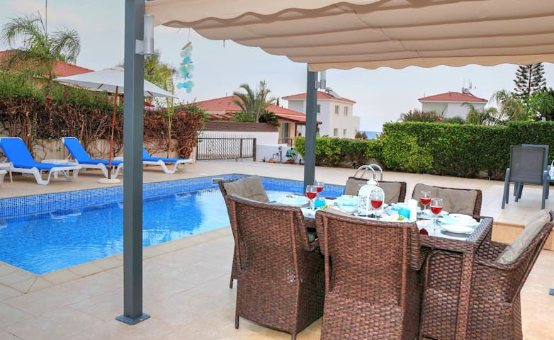 Villa Mia - 2 Bed Villa with Large Private Pool