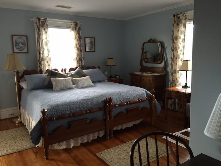 MiddleRidge Blue Room