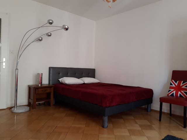 Geneva center beautiful private apartment 42m2