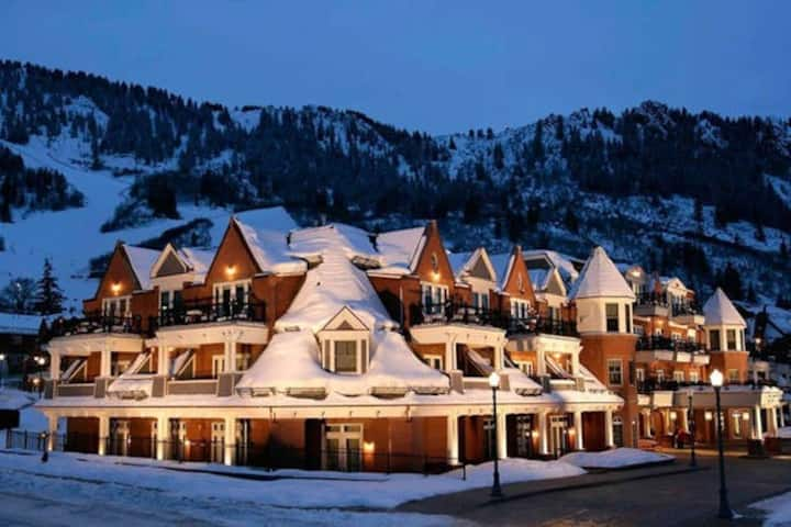 Hyatt Grand Aspen 2 BR Apartment, Downtown Aspen