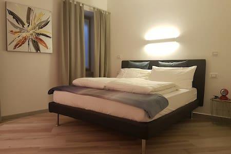 B&B Perbacco Relax - Mezzolombardo - 家庭式旅館