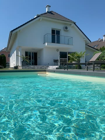 AMAZING VILLA with POOL @ Parndorf Outlet Center