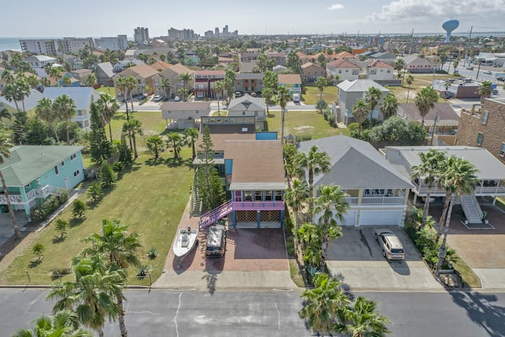 Large house, perfect for large groups! 1/2 block from beach! Stunning interior!
