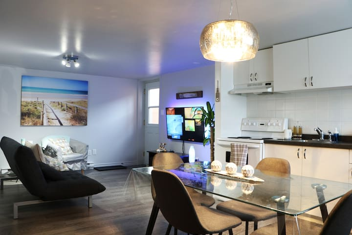 Cozy apartment renovated Netflix WI-FI & pool