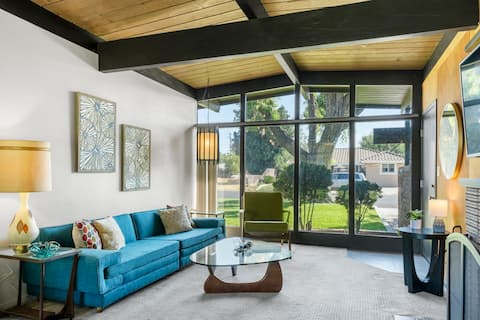 Spectacular Mid Century Architectural Dream Home.