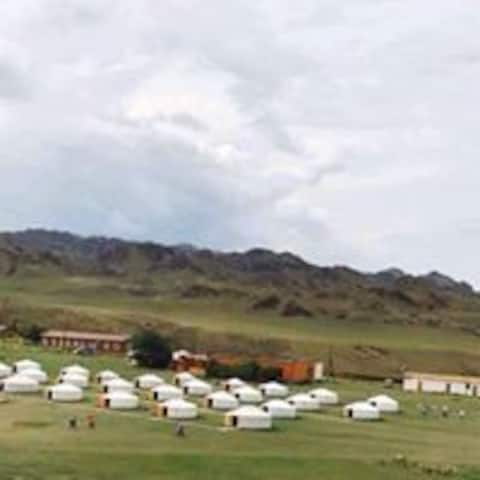 Khanbogd tourist camp