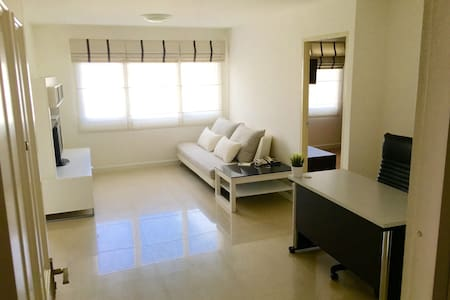 New & Peaceful 50sqm 1 bedroom at BTS Thonglor - Bangkok - Selveierleilighet
