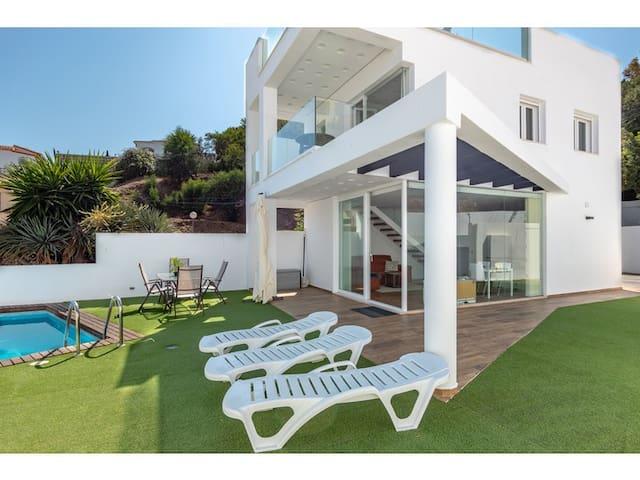 Krystal Villa, VILLA DE LUJO, hermosa y moderna !!