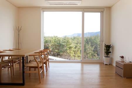 한그루 / 편안하게 휴식할 수 있는 가족룸(다인실, 룸1 거실1) - Dongil-myeon, Goheung-gun