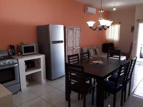Casa lucas-Maria ( 1 cuadra de la playa)