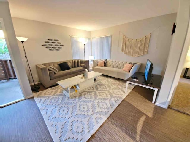BE HAPPY, Bright&New Remodeled Apartment Home, OC