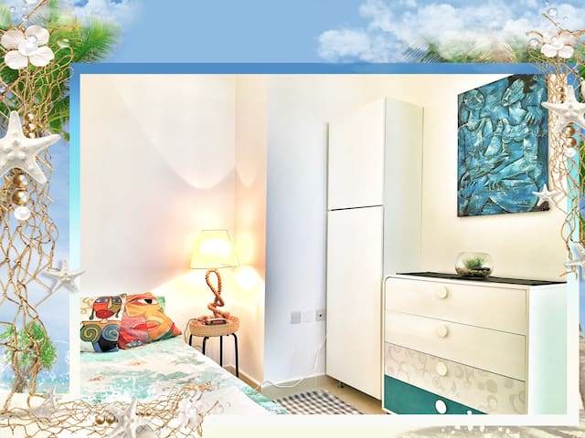 Beach, Single bed & Bath 4U. Monthly possible