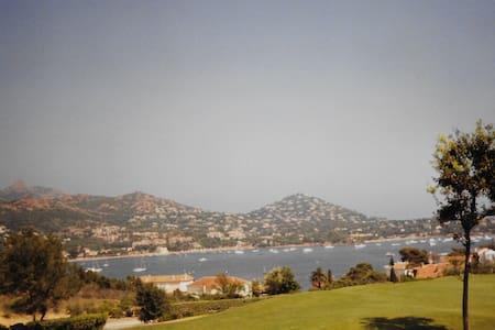 Appartement avec vue sur la baie d'Agay - Saint-Raphaël