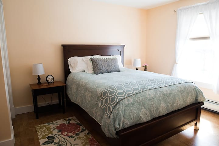 Sugar Maple Guestroom @ Maple Rock B&B