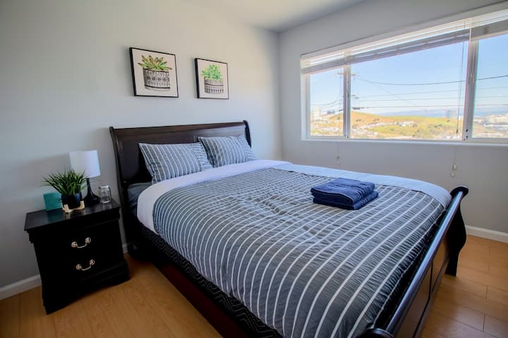 PANORAMIC VIEW | Hilltop | Great Monthly Rates!