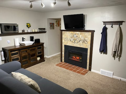 Cozy One Bedroom Lower Unit with Kitchenette