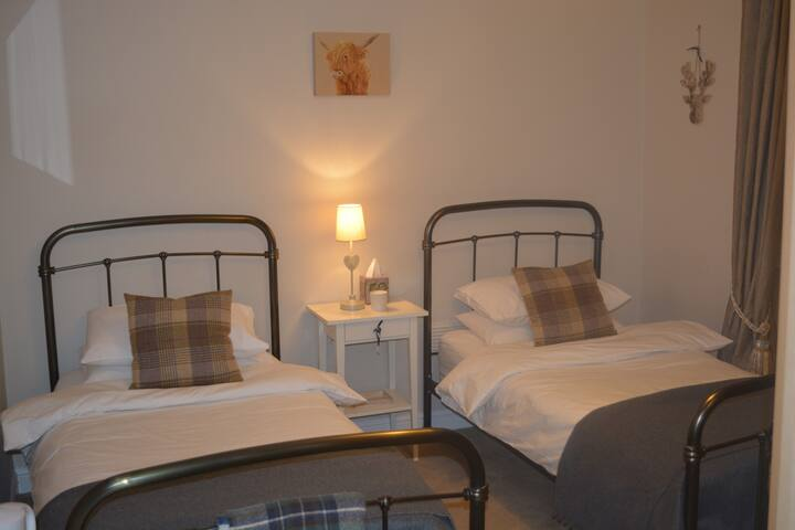 Twin bedroom, St Andrews, 7-10 mins walk from town - St Andrews - Talo