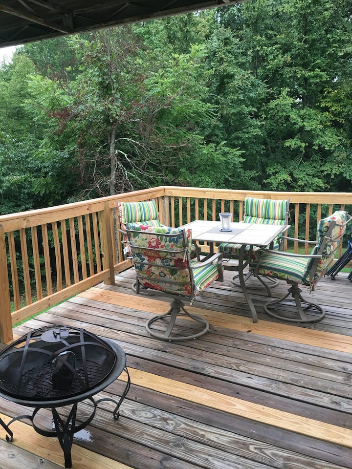 Private- hour from Nashville -minutes to TN River