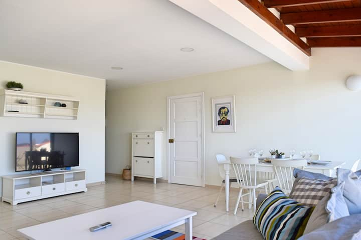 Stylish 2 BED, 2 BATH roof top terrace apartment