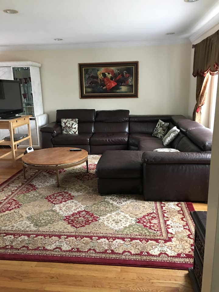 Beautiful three bedroom home all furnished!
