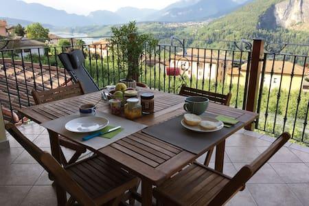 Romantica mansarda in Trentino - Cagnò - House