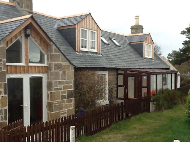 Self catering cottage -seaside village of Findhorn
