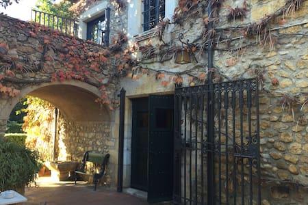 Masia típica catalana en el corazón del Empordà - Avinyonet de Puigventós