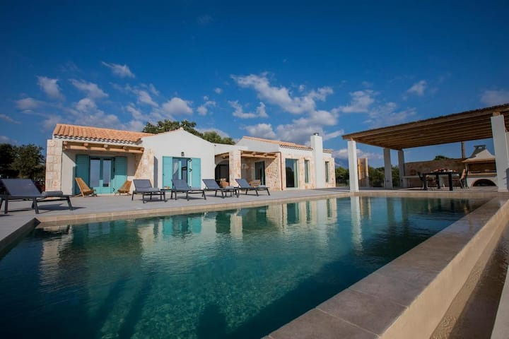 Exclusive Sea View Villa Madelaine