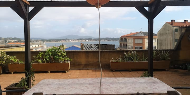 Apartamento de artista con terraza al mar
