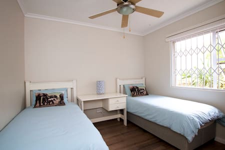 Private Room in Somerset West - Cape Town - Rumah