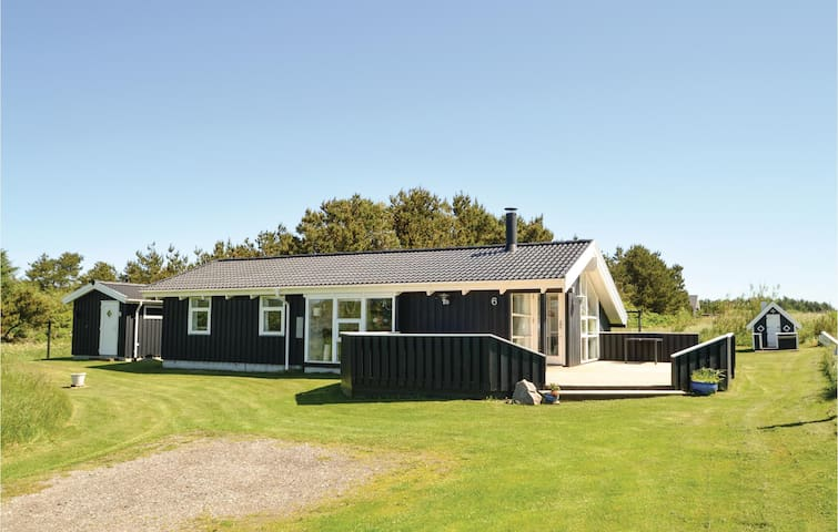 Holiday cottage with 4 bedrooms on 105 m² in Hirtshals