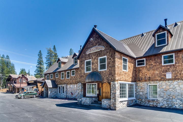 Family-friendly condo right near Soda Springs - close to hiking and skiing