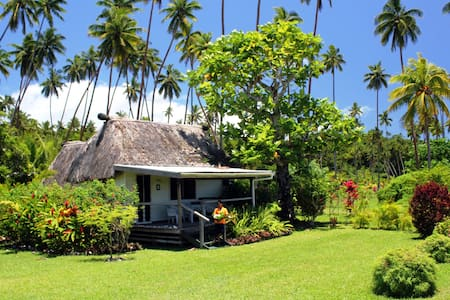 Romantic Coco House on White Sandy Beach - Savusavu